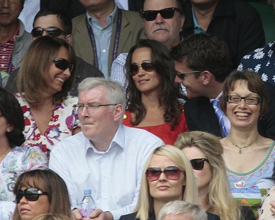 Pippa s matkou Carole a Alexem na Wimbledonu.