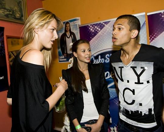 Michaela Kociánová se v zákulisí bavila s Monikou Bagárovou a Benem Christovaem.