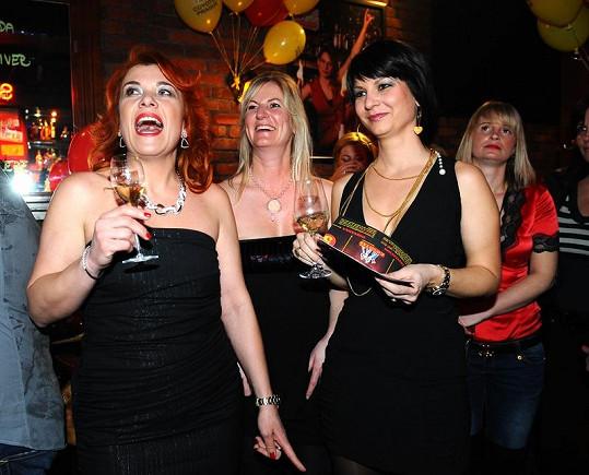 Jana Ridi a její nejlepší kamarádka, majitelka baru Simona.