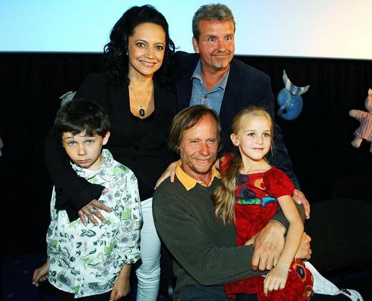 Režisér F. A. Brabec, Lucie Bílá, Karel Roden a jejich filmové děti Amélie Pokorná a Matěj Převrátil.