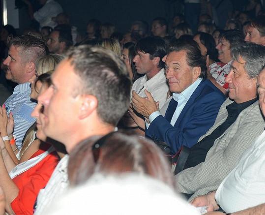 V publiku tleskal i Karel Gott.
