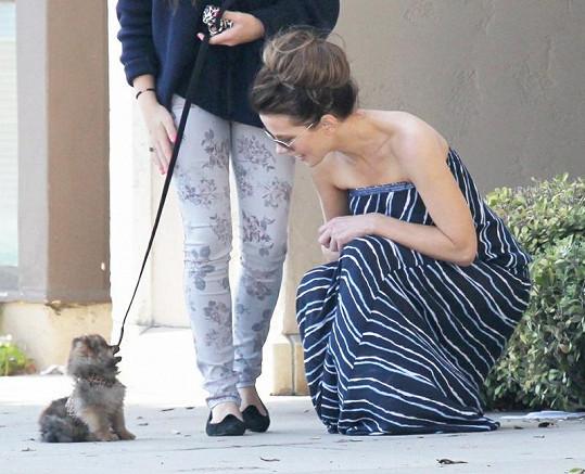 Kate Beckinsale byla jejich novým psím kamarádem také nadšená.