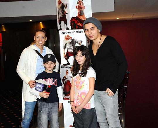 Martina Gavriely s dcerou Jessicou a synem Tondou a přítelem Marcusem Tranem si také premiéru nenechali ujít.