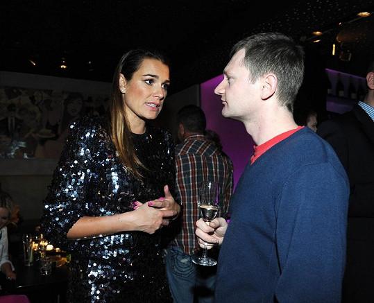 Alena diskutuje s headbookerem ze své české agentury Martinem Brátem.