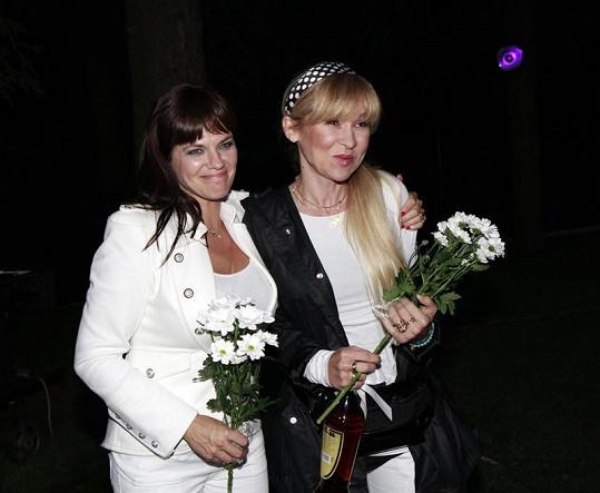 Marta na pozemku otce uvítala i Kateřínu Herčíkovou.