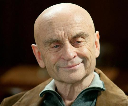 Bořivoj Navrátil v seriálu Ulice jako kapitán Bařinka.