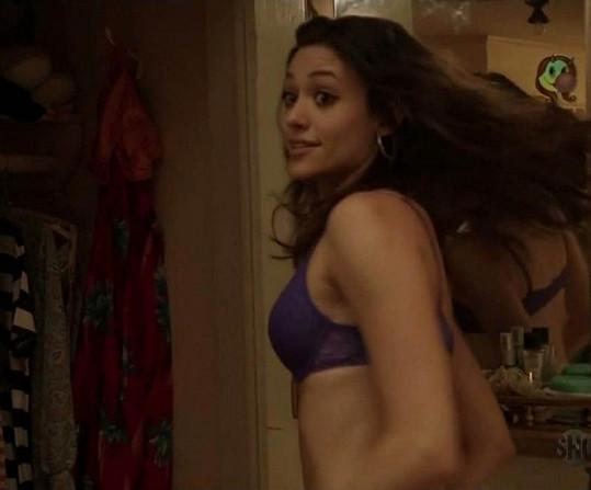 Půvabná Emmy Rossum v seriálu Shameless.
