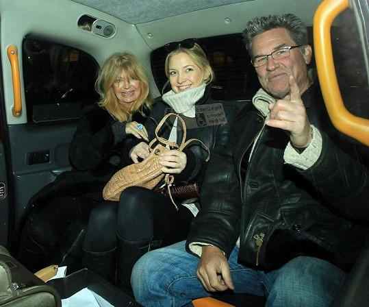 Goldie Hawn s dcerou Kate Hudson, kterou má s Billem Hudsonem, a manželem Kurtem Russelem.