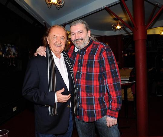 Všichni včetně producenta muzikálu Bídníci Františka Janečka doufají, že se Hůlka brzy uzdraví a vrátí se znovu na jeviště.
