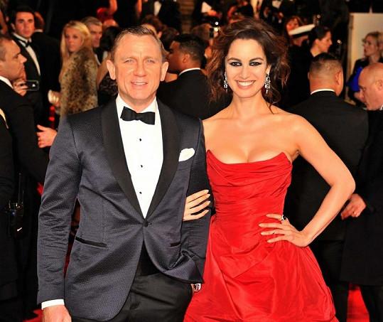 Smyslná Francouzka s představitelem agenta Bonda Danielem Craigem.