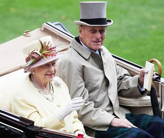 Britská královna s manželem.