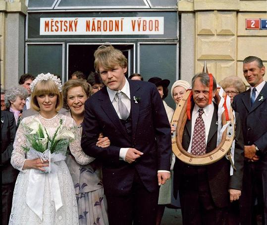 Veronika Žilková, Jiřina Bohdalová, Marek Vašut, Miloslav Štibich (zleva) v seriálu Druhý dech (1988)