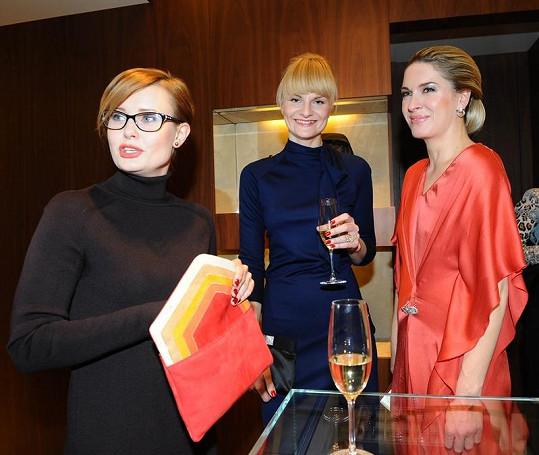 Olga Menzelová s Jitkou Schneiderovou a Ivou Pazderkovou.