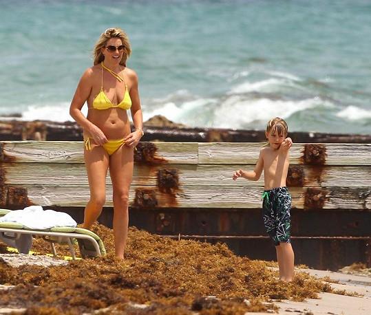 Penny se synem Alastairem zpočátku jen nevěřícně zírali, jak Rod Stewart řádí v moři.