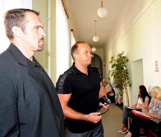 Bodyguard Marka Víta neustále sledoval své okolí.