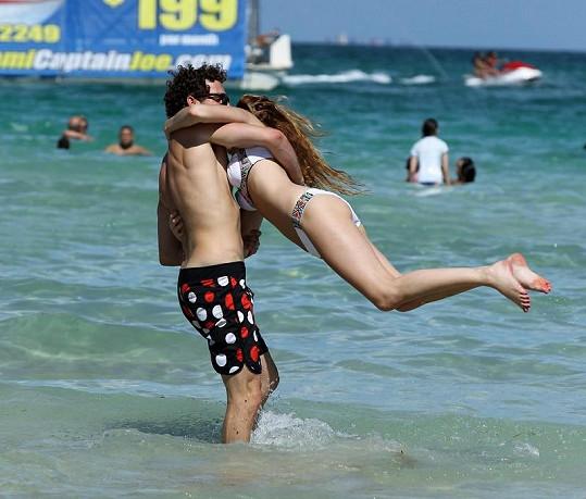 Whitney Port s neznámým mladíkem v Miami.