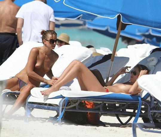 Lauren Stoner na pláži v Miami.