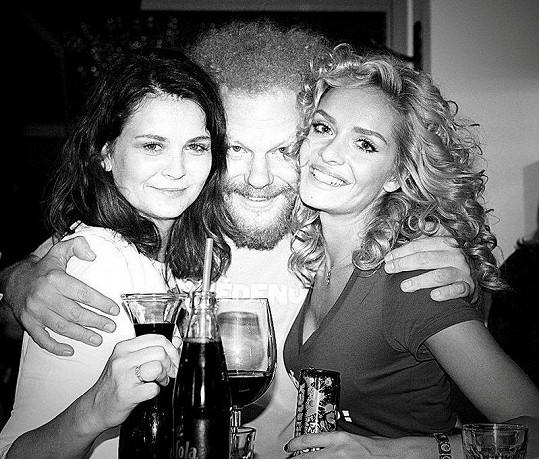 Taťána Kuchařová s Tomášem Sedláčkem a kamarádkou Luckou.