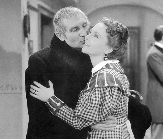 S Jaroslavem Vojtou ve filmu Pantáta Bezoušek (1941).