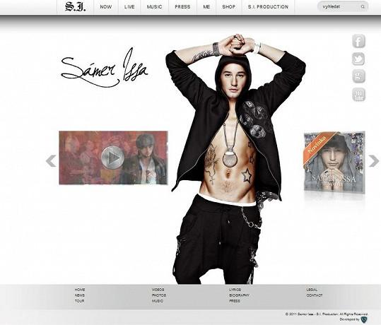 Před naším upozorněním měly dokonce webowky Sámera i stejný font písma a identické spodní menu.