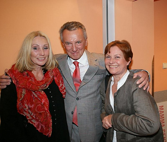 Marta Vančurová s Olgou Sommerovou a Václavem Pechou.
