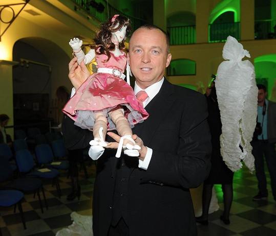 Karel Voříšek a jeho panenka.