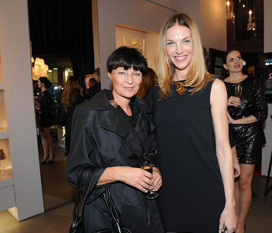 Pavlína Němcová a návrhářka Liběna Rochová.