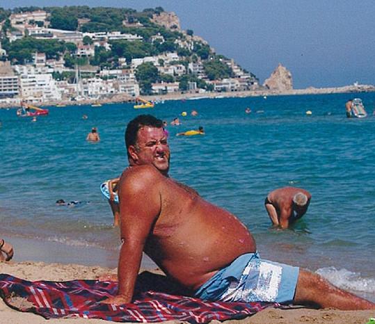 Paul Kew u moře v době, kdy vážil přes 160 kilogramů.