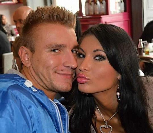 Martin Klušák se svou novou láskou Julií Zugarovou.