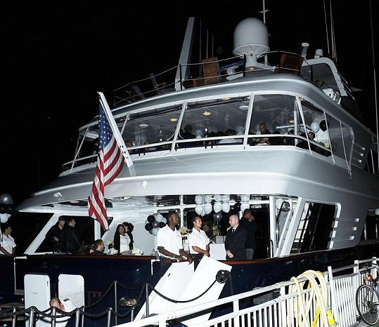 Jennifer Lopez oslavila 43. narozeniny na této luxusní jachtě.
