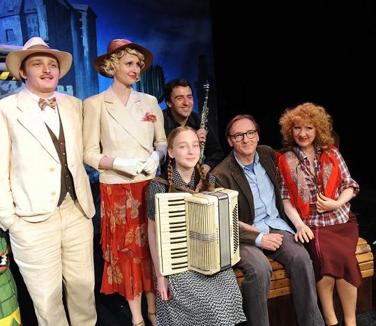 Jaroslava Kretschmerová s muzikálovými kolegy.
