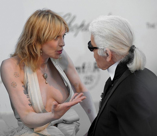 Courtney Love a Karl Lagerfeld.