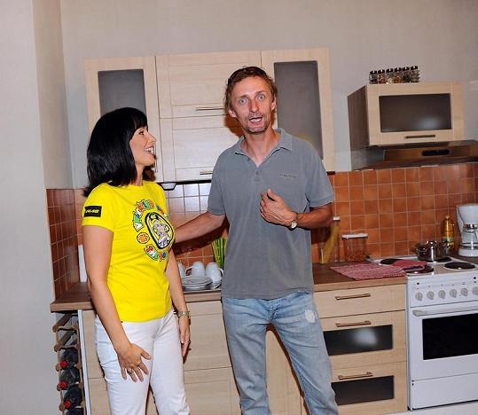 Daniela se svým kolegou Kamilem Halbichem, který velmi přesvědčivě hraje jejího manžela - tyrana.