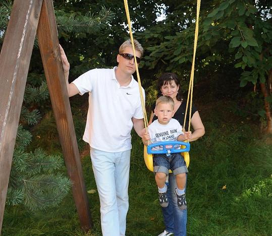 Ilona Csáková s manželem a synem.