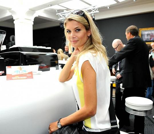 Iveta Vítová se snažila show sledovat jako dáma.