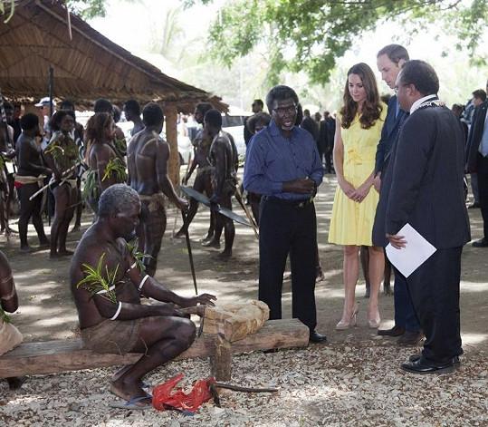 Královský pár navštívil místní obyvatele.