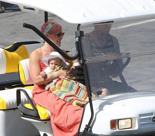 Sobotní pohoda zpěvačky Pink a její rodiny.