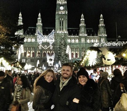 V minulých letech vyrazila Dara s Evou a společným kamarádem, kavárníkem Richardem Hrádkem, navštívit Vánoční Vídeň.