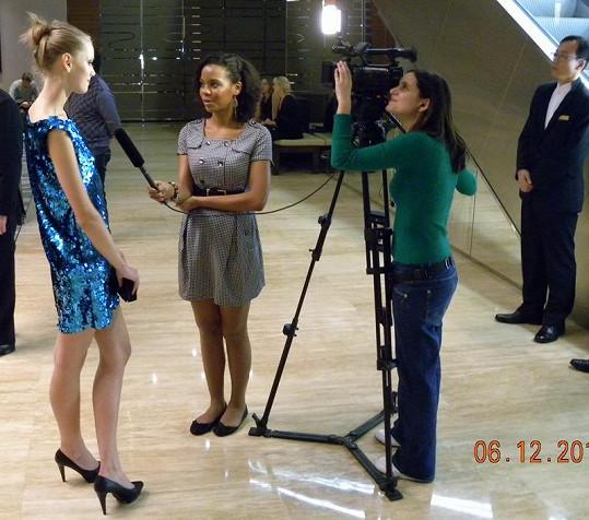 Lenka při prvním rozhovoru v Šanghaji.