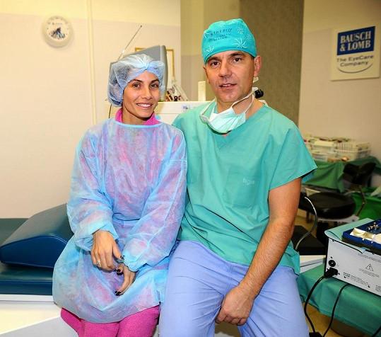 Eva Decastelo se svým operatérem MUDr. Petrem Novákem.