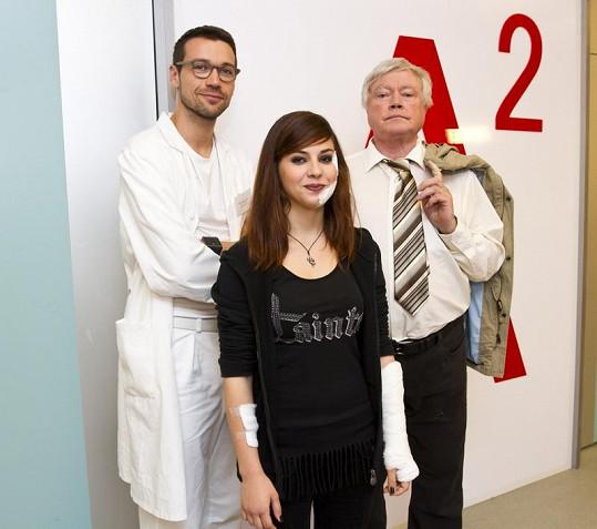 Katka se svými hereckými kolegy.