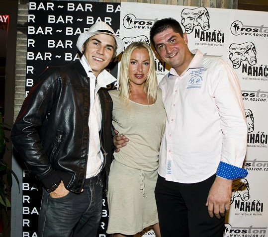 David Gránský, Martina Pártlová a Rostislav Veszpremi Urban, který muzikál Naháči produkuje.