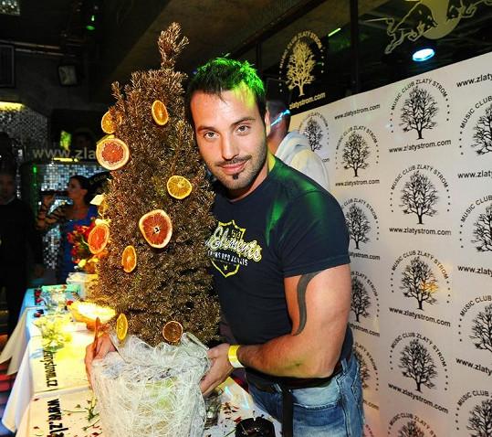 Václav Noid Bárta ozdobil svůj strom.