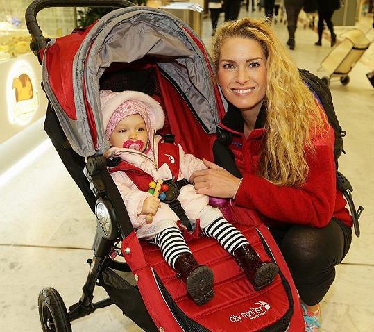 Olga Menzelová s dcerkou Evičkou, která přišla na svět v lednu.
