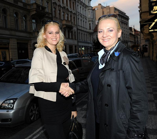 Ornella Štiková s šéfkou soutěže krásy Kateřinou Hamrovou.