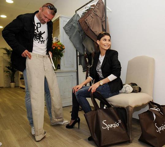 Vlaďka Erbová s Tomášem Řepkou na otevření obchodu s pánskou italskou módou