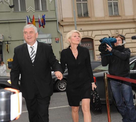Kolegyni přišel popřát i Miroslav Donutil s manželkou.