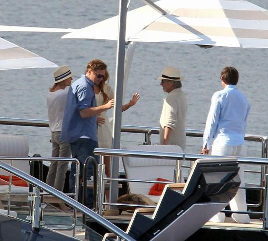 Leo a Blake na jachtě u Stevena Spielberga.