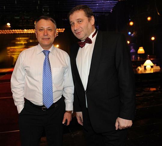 Moderátor večera Antonín Procházka s Tomášem Töpferem, který svou nominaci neproměnil.