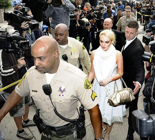 Soudní jednání Lindsay Lohan se vždy těší velkého zájmu novinářů i široké veřejnosti.